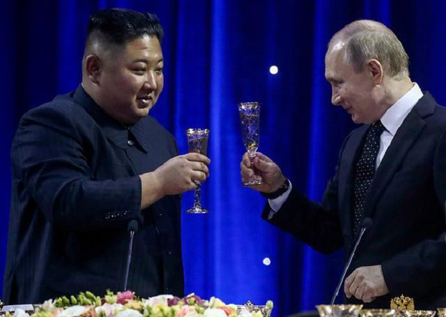 Những hình ảnh ấn tượng nhất tại Hội nghị thượng đỉnh Kim-Putin lần đầu tiên - Ảnh 12.