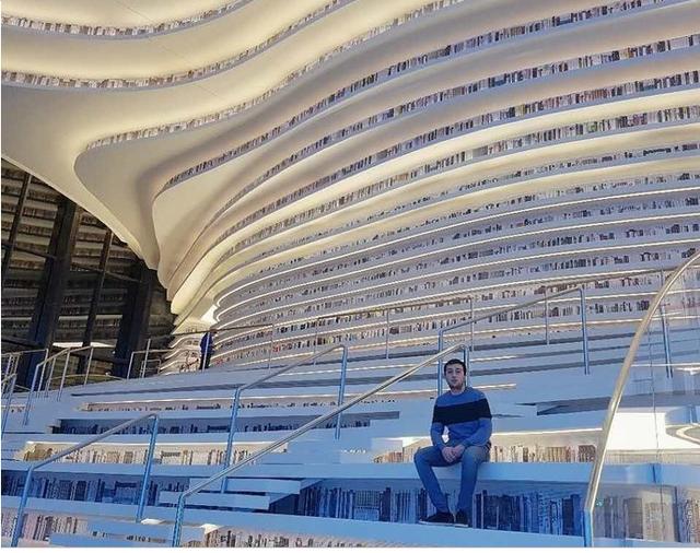 Choáng ngợp với vẻ đẹp của thư viện quốc dân lớn nhất Trung Quốc: Hoành tráng đến mức nhìn không thua gì phim trường! - Ảnh 3.