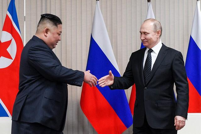Những hình ảnh ấn tượng nhất tại Hội nghị thượng đỉnh Kim-Putin lần đầu tiên - Ảnh 7.
