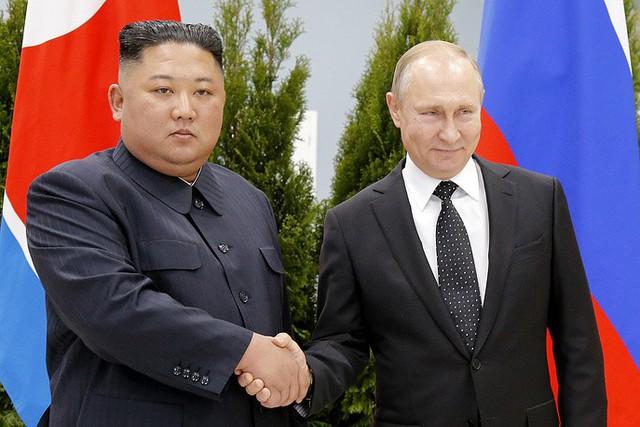 Những hình ảnh ấn tượng nhất tại Hội nghị thượng đỉnh Kim-Putin lần đầu tiên - Ảnh 8.
