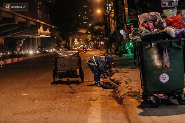Sự ra đi của nữ công nhân môi trường và nỗi ám ảnh người ở lại: Những phận đời phu rác bám đường phố Hà Nội mưu sinh - Ảnh 9.