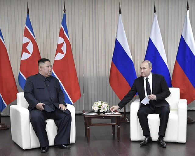 Những hình ảnh ấn tượng nhất tại Hội nghị thượng đỉnh Kim-Putin lần đầu tiên - Ảnh 9.