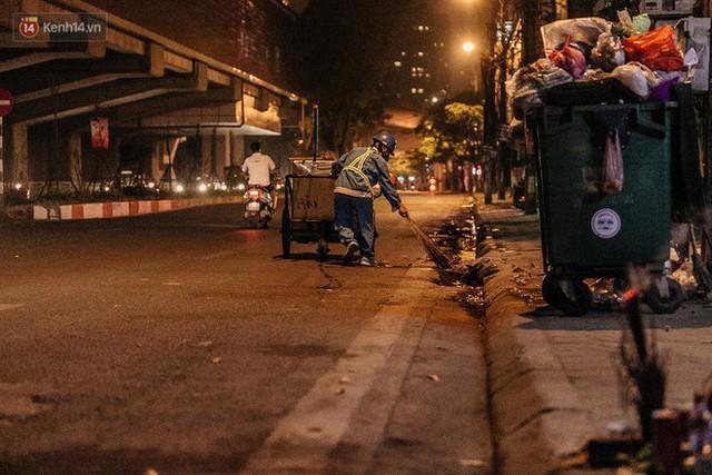 Sự ra đi của nữ công nhân môi trường và nỗi ám ảnh người ở lại: Những phận đời phu rác bám đường phố Hà Nội mưu sinh - Ảnh 10.