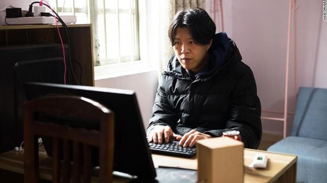 Anh nông dân chăn lợn Trung Quốc bỗng chốc trở thành ngôi sao mạng xã hội kiếm được gần 3000 USD mỗi tháng nhờ xu hướng live-stream - Ảnh 3.