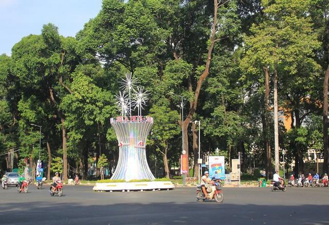 Khung cảnh yên ả ở Sài Gòn ngày đầu kỳ nghỉ lễ 30/4 và 1/5 - Ảnh 2.