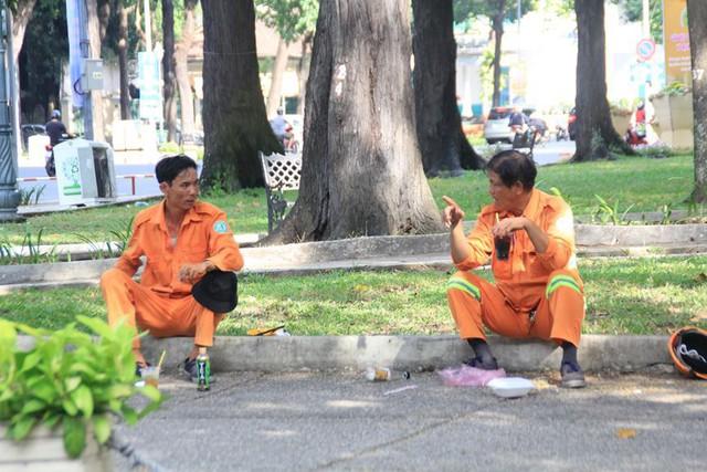 Khung cảnh yên ả ở Sài Gòn ngày đầu kỳ nghỉ lễ 30/4 và 1/5 - Ảnh 8.