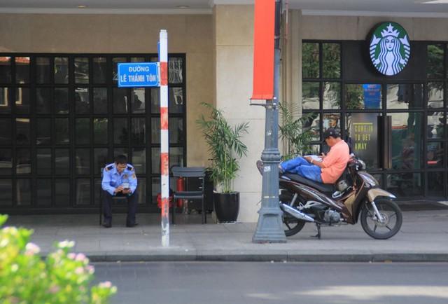 Khung cảnh yên ả ở Sài Gòn ngày đầu kỳ nghỉ lễ 30/4 và 1/5 - Ảnh 10.