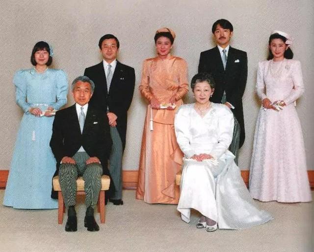 Hoàng hậu Michiko đã phá vỡ quy tắc nuôi dạy của Hoàng gia Nhật như thế nào mà khiến cả dân Nhật ngưỡng mộ và tự hào - Ảnh 5.