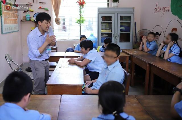 Người thầy 11 năm gieo chữ, mang lại nụ cười cho trẻ khiếm khuyết và tự kỷ ở Đà Nẵng - Ảnh 1.