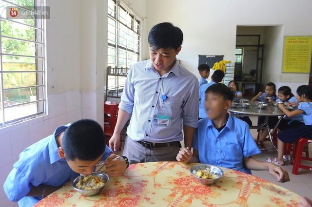 Người thầy 11 năm gieo chữ, mang lại nụ cười cho trẻ khiếm khuyết và tự kỷ ở Đà Nẵng - Ảnh 4.