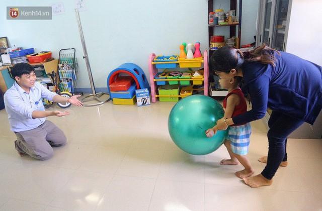 Người thầy 11 năm gieo chữ, mang lại nụ cười cho trẻ khiếm khuyết và tự kỷ ở Đà Nẵng - Ảnh 9.