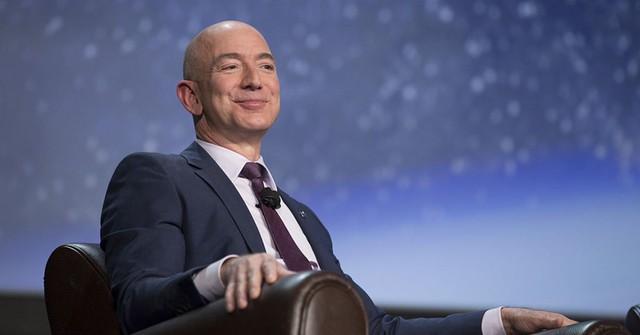 """Thói quen viết email ngắn gọn đến """"ngỡ ngàng"""" của Jeff Bezos: Chỉ với 2-3 từ cũng khiến người thì """"toát mồ hôi"""", người thì nể vài phần! - Ảnh 1."""