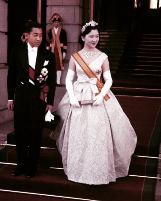 """Con đường trở thành """"mẫu nghi thiên hạ"""" của Hoàng hậu Nhật Bản Michiko và con dâu Masako: Chứa đầy máu và nước mắt cùng góc khuất đáng sợ ít ai biết - Ảnh 2."""