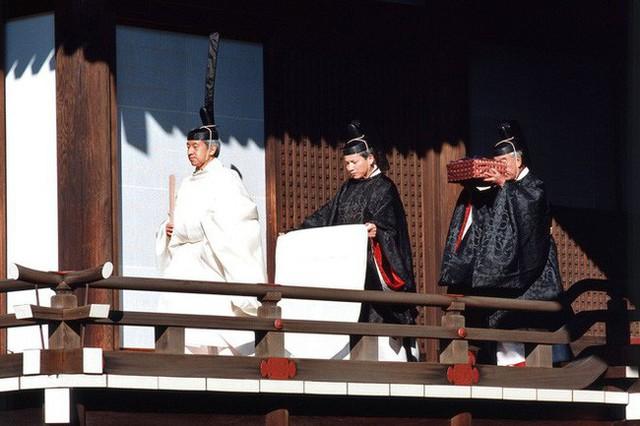 Hoàng hậu phải đi sau 2 bước, nói ít hơn phu quân nửa lời và những quy tắc nghiêm ngặt trong hoàng gia Nhật - Ảnh 3.