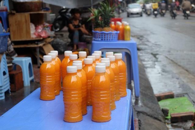 Đổ xô bán nước cam ép nguyên chất giá siêu rẻ, tiểu thương thu tiền triệu mỗi ngày - Ảnh 9.