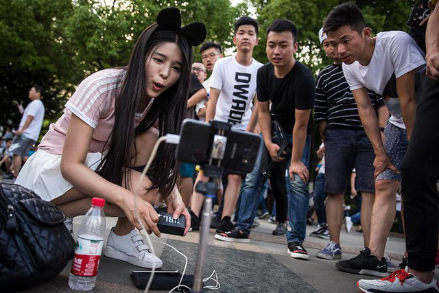 Live-Streaming ở Trung Quốc: Ngành kinh doanh tỷ đô đang bùng nổ mạnh mẽ, thu hút hàng triệu bạn trẻ muốn làm giàu - Ảnh 3.