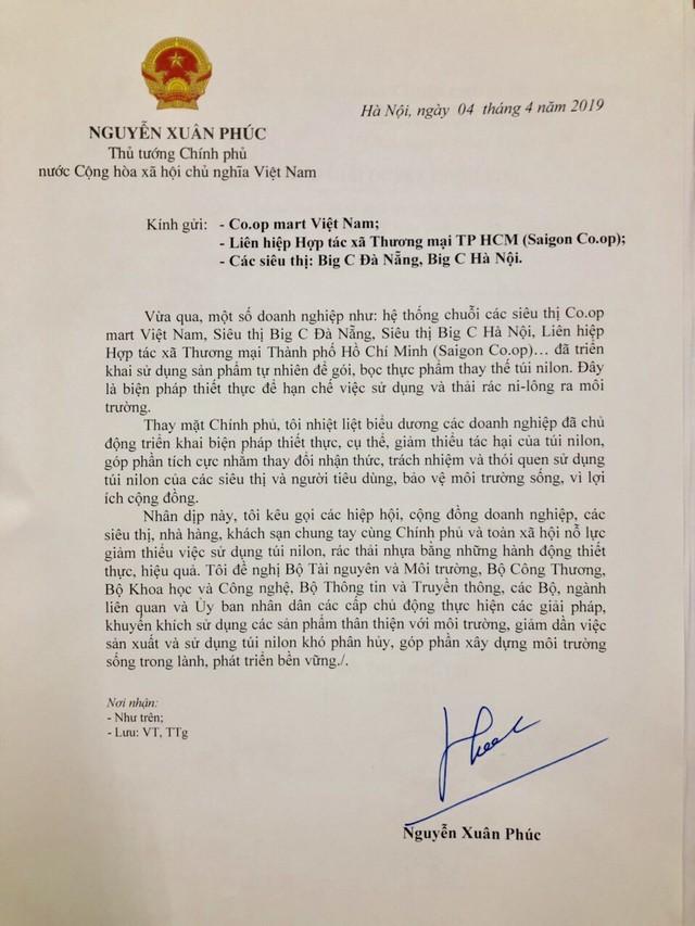 Hàng loạt ông lớn bán lẻ dùng lá chuối thay nilong bọc thực phẩm, Thủ tướng viết thư khen ngợi - Ảnh 1.