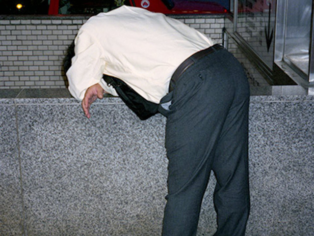 Mặt tối của văn hóa làm việc như thiêu thân của người Nhật: Tận lực với công việc để rồi ngủ gục ngay cả trên đường phố giữa đêm - Ảnh 3.