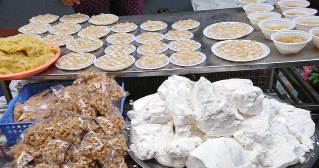Bán bột bánh trôi bánh chay đắt khách, kiếm bộn tiền dịp Tết Hàn Thực - Ảnh 1.