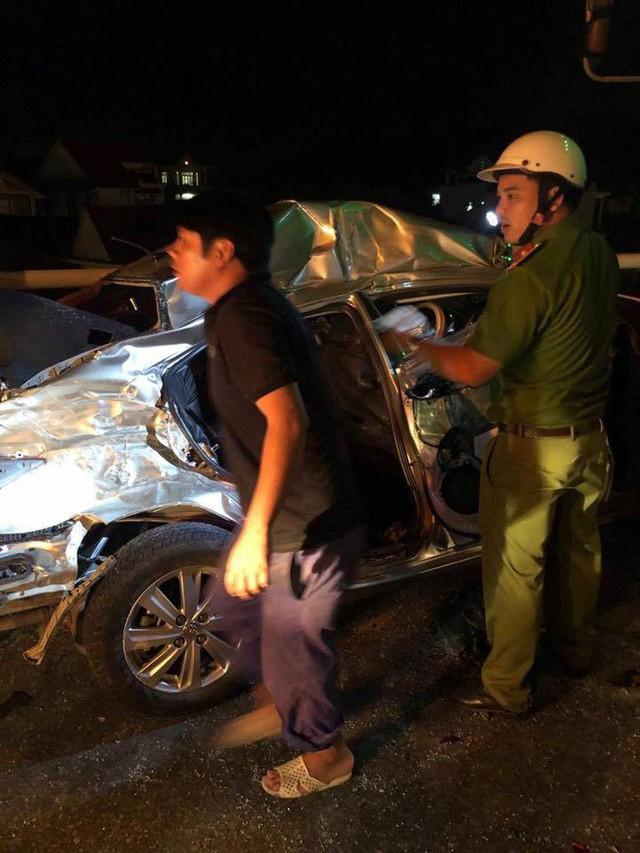 Ô tô 4 chỗ chở cả gia đình tông xe tải, 5 người thương vong - Ảnh 3.