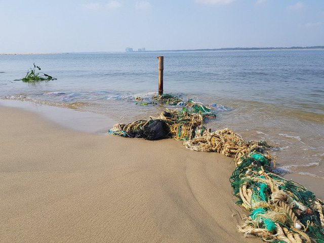 Cận cảnh hòn đảo lạ mới xuất hiện ngoài biển khiến chính quyền Quảng Nam lúng túng - Ảnh 7.