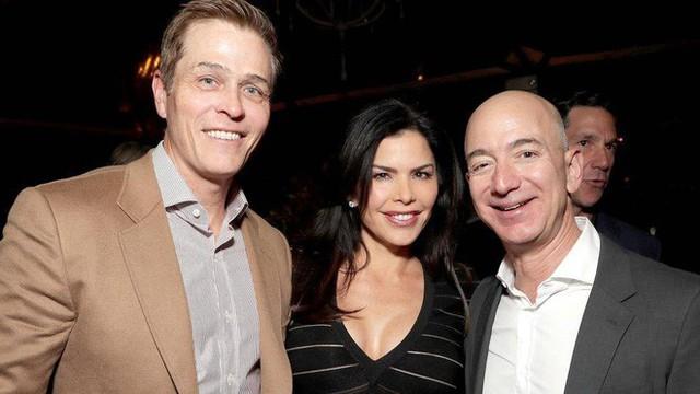 Bạn gái tin đồn của tỷ phú Jeff Bezos nộp đơn ly hôn - Ảnh 1.