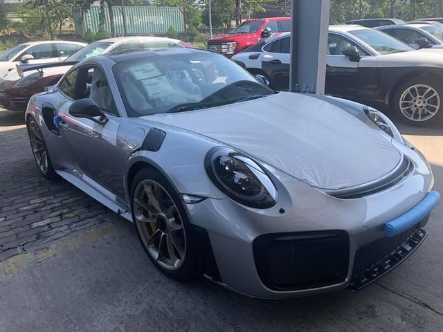Cận cảnh xe sang Porsche 20 tỉ mới tậu của đại gia Đặng Lê Nguyên Vũ - Ảnh 2.