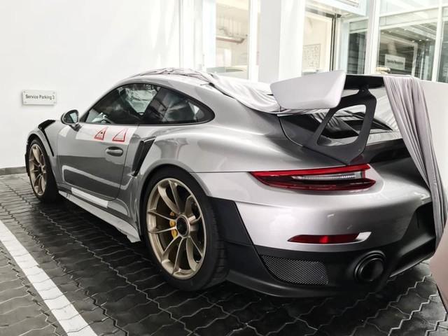Cận cảnh xe sang Porsche 20 tỉ mới tậu của đại gia Đặng Lê Nguyên Vũ - Ảnh 4.