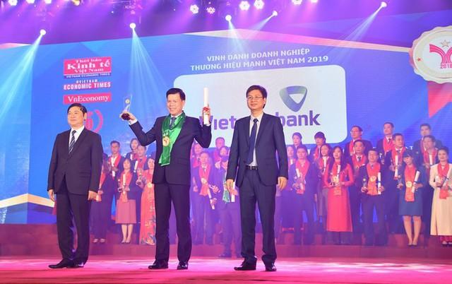 Vietcombank lọt top 10 thương hiệu mạnh Việt Nam 2019 - Ảnh 1.