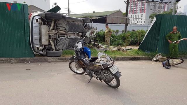 Hiện trường vụ nữ tài xế Mercedes tông liên hoàn, 3 người nhập viện - Ảnh 7.