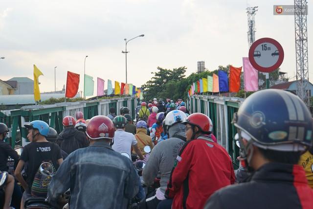 Hết 5 ngày nghỉ lễ, người dân cả nước tấp nập trở lại thành phố chuẩn bị cho những ngày làm việc tiếp theo - Ảnh 9.