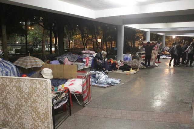 Cuộc sống của người đàn ông vô gia cư gốc Việt ở nơi nghèo nhất Hong Kong và sự tương phản nghiệt ngã của thành phố hoa lệ bậc nhất hành tinh - Ảnh 2.