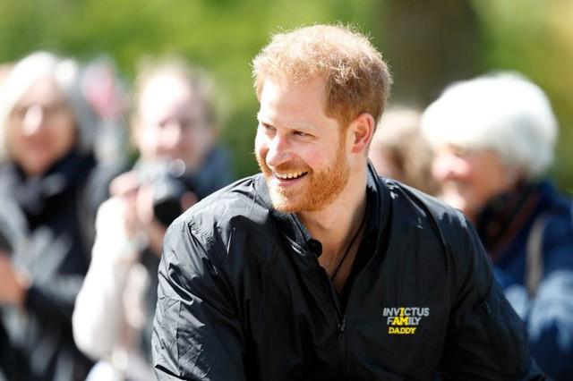 Sau 3 ngày lên chức cha, Hoàng tử Harry quay trở lại làm việc nhưng không quên thể hiện tình cảm dành cho con trai bé bỏng theo cách đặc biệt, tinh tế này - Ảnh 1.