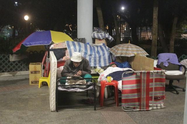 Cuộc sống của người đàn ông vô gia cư gốc Việt ở nơi nghèo nhất Hong Kong và sự tương phản nghiệt ngã của thành phố hoa lệ bậc nhất hành tinh - Ảnh 3.