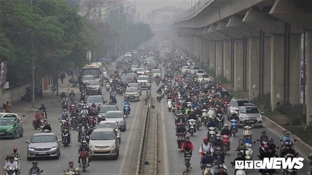 Ông Nguyễn Đức Chung: Có thể cấm xe máy ở Hà Nội trước năm 2030 - Ảnh 1.