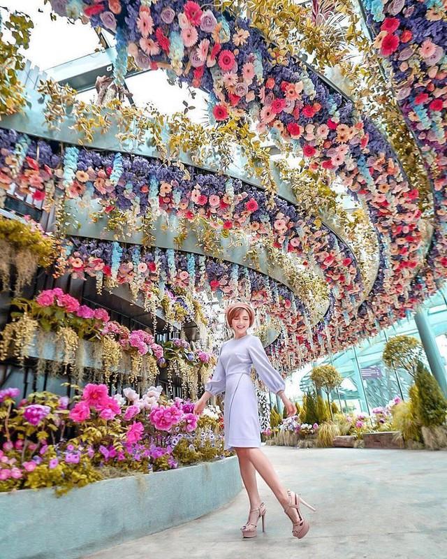 """Sau Jewel Changi, Singapore lại có thêm """"kỳ quan"""" vườn hoa treo khổng lồ khiến dân tình phải ngước lên """"mỏi cả cổ"""" để ngắm nhìn - Ảnh 8."""