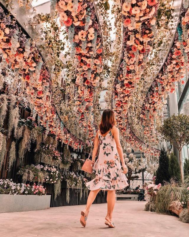"""Sau Jewel Changi, Singapore lại có thêm """"kỳ quan"""" vườn hoa treo khổng lồ khiến dân tình phải ngước lên """"mỏi cả cổ"""" để ngắm nhìn - Ảnh 6."""