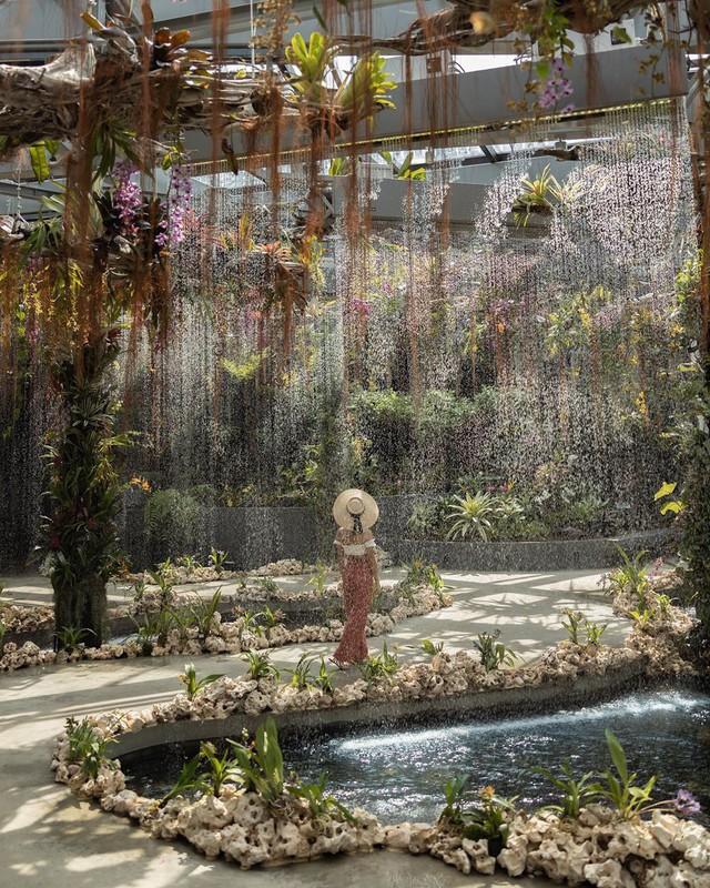 """Sau Jewel Changi, Singapore lại có thêm """"kỳ quan"""" vườn hoa treo khổng lồ khiến dân tình phải ngước lên """"mỏi cả cổ"""" để ngắm nhìn - Ảnh 11."""
