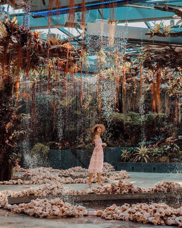 """Sau Jewel Changi, Singapore lại có thêm """"kỳ quan"""" vườn hoa treo khổng lồ khiến dân tình phải ngước lên """"mỏi cả cổ"""" để ngắm nhìn - Ảnh 12."""