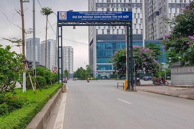 Cư dân xuống đường băng rôn vì nhồi thêm bệnh viện vào khu đô thị - Ảnh 5.