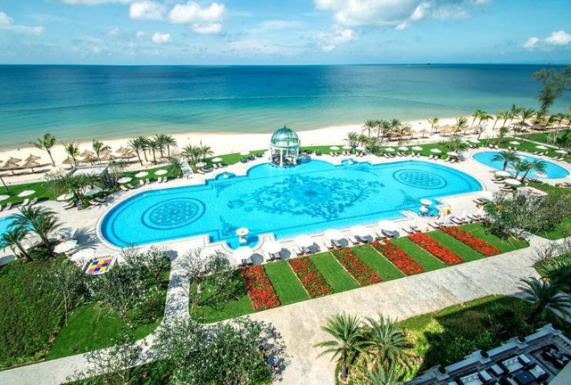 Vinpearl thu về 14.000 tỷ từ khách sạn và bán biệt thự biển, gần 17.000 người không cần bằng đại học vẫn có lương gần 10 triệu/tháng - Ảnh 1.