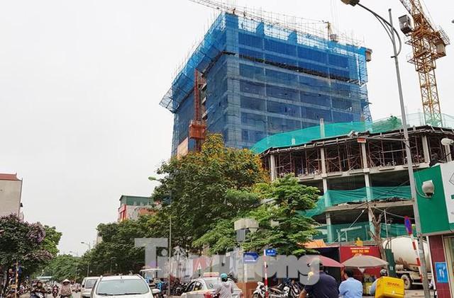 Cận cảnh chung cư xây sắp xong chưa nghiệm thu móng, mở bán rầm rộ - Ảnh 2.