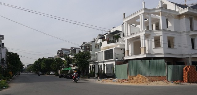 Diễn biến bất ngờ trên thị trường địa ốc của một quận ven trung tâm TP.HCM - Ảnh 2.