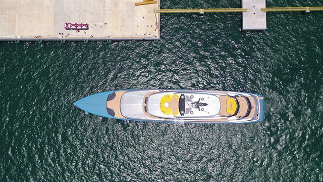 Ông chủ CLB Tottenham cùng siêu du thuyền 150 triệu USD tới vịnh Hạ Long: Tôi chưa thấy nơi đâu có cảnh đẹp như vậy - Ảnh 4.