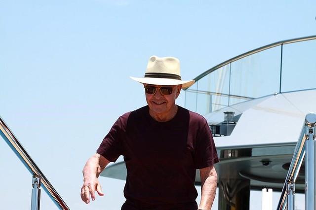 Ông chủ CLB Tottenham cùng siêu du thuyền 150 triệu USD tới vịnh Hạ Long: Tôi chưa thấy nơi đâu có cảnh đẹp như vậy - Ảnh 1.