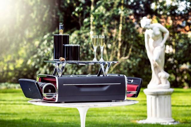 Bộ đồ uống champagne của Rolls-Royce đắt hơn một chiếc BMW - Ảnh 1.