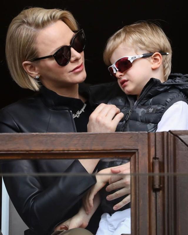 """Cùng nhau lên đồ """"chất hơn nước cất"""", gia đình Hoàng gia Monaco đang khiến dân mạng tan chảy vì quá sức đáng yêu - Ảnh 2."""