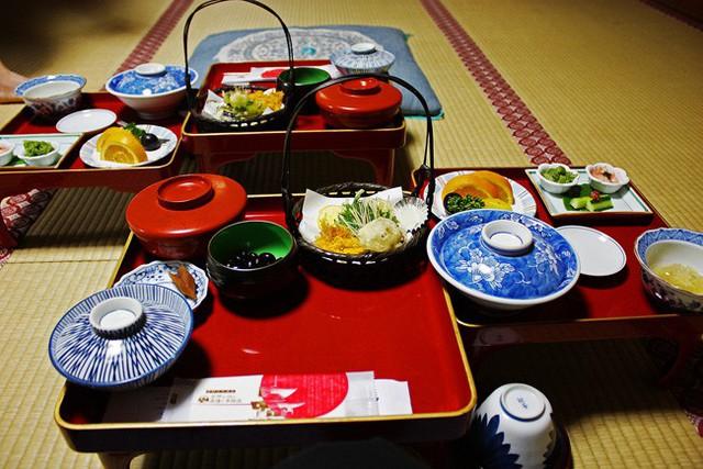 Nổi tiếng với văn hóa làm việc đầy áp lực nhưng người Nhật lại sống thọ nhất thế giới: Bí quyết chính là thói quen sinh hoạt giúp phòng ngừa bệnh tật, tăng thêm niềm vui sống - Ảnh 1.