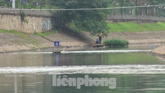 Sau 4 ngày thử nghiệm bảo bối của Nhật, sông Tô Lịch đã bớt mùi - Ảnh 13.