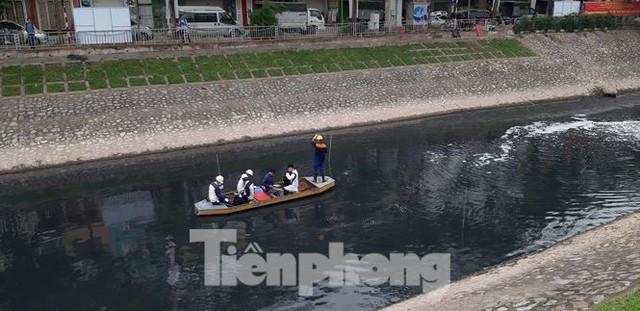 Sau 4 ngày thử nghiệm bảo bối của Nhật, sông Tô Lịch đã bớt mùi - Ảnh 6.